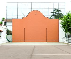 Trouver un lieu, une aire de jeu de pelote basque, cancha